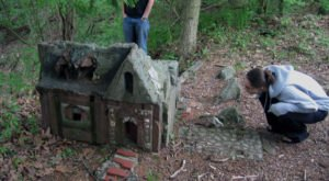 This Spooky Small Town In Connecticut Could Be Right Out Of A Horror Movie