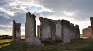 The Story Behind This Haunted Fort In Wyoming Is Truly Creepy