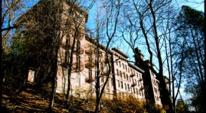 Nature Is Reclaming This Abandoned Sanatorium In New York And It's Hauntingly Beautiful