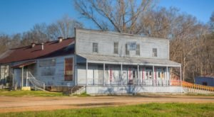 This Remote Restaurant In Mississippi Will Take You A Million Miles Away From Everything
