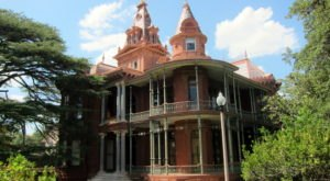 The Story Behind Austin's Most Haunted House Will Give You Nightmares