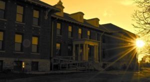 The Story Behind This Haunted Abandoned Asylum In Iowa Is Truly Creepy