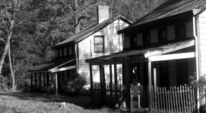 This Spooky Small Town In New Jersey Could Be Right Out Of A Horror Movie