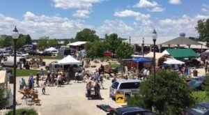 Everyone In Illinois Should Visit This Epic Flea Market At Least Once