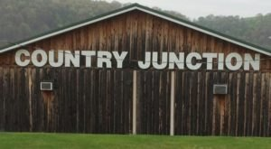 The Tiny Town Near Pittsburgh With The Most Mouthwatering Restaurant