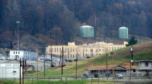 A Terrifying Tour Of This Haunted Prison In Tennessee Is Not For The Faint Of Heart