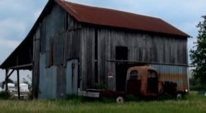 This Sinister Farmhouse In Indiana Will Give You Nightmares