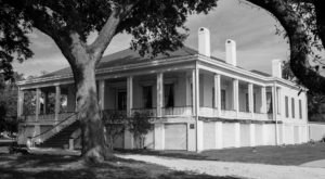 This Historic Mississippi Landmark Has A Haunting Past