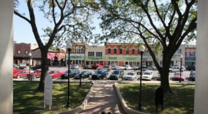 This Charming Indiana Town Is Picture Perfect For An Autumn Day Trip