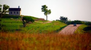 10 Country Roads In Kansas That Are Pure Bliss In The Fall