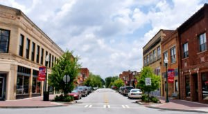 It's Impossible To Drive Through This Delightful Georgia Town Without Stopping