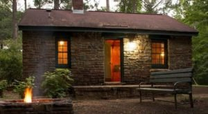 These 10 Cozy Cabins Are Everything You Need For The Ultimate Fall Getaway In Alabama