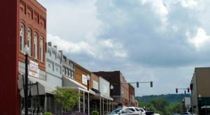 This Charming Arkansas Town Is Picture Perfect For An Autumn Day Trip
