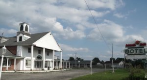 This Decaying Mid-Atlantic Motel Is An Eerie Snapshot Of The Past