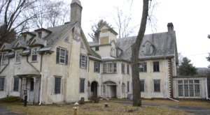 Step Inside This Historic Mayoral Mansion That's Crumbing In America's Midwest