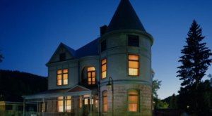 The Story Behind This Haunted Mansion In South Dakota Is Truly Creepy