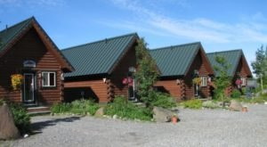 These 13 Cozy Cabins Are Everything You Need For The Ultimate Fall Getaway In Alaska