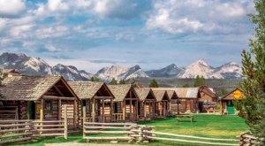 These 10 Cozy Cabins Are Everything You Need For The Ultimate Fall Getaway In Idaho