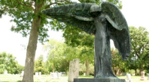 What's Hiding In This Iowa Cemetery Is Too Spooky For Words