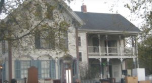 The Story Behind This Haunted Iowa House Is Truly Terrifying