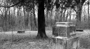 6 Disturbing Cemeteries In Illinois That Will Give You Goosebumps