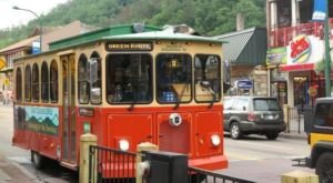 There's A Magical Trolley Ride In Tennessee That Most People Don't Know About