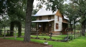 These 7 Cozy Cabins Are Everything You Need For The Ultimate Fall Getaway In Texas