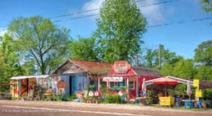 The Quirkiest Restaurant In Mississippi That's Impossible Not To Love