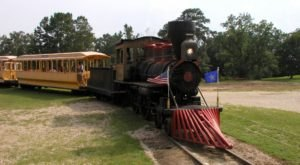 There's A Magical Trolley Ride In Louisiana That Most People Don't Know About