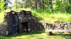This Cozy Hobbit House In Idaho Is The Perfect Cabin Getaway