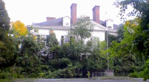 The Century-Old Mansion That's Decaying In America's Heartland