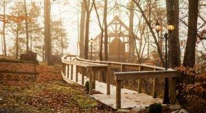 The Chapel In Tennessee That's Located In The Most Unforgettable Setting