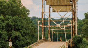 The History Of This Haunted Mississippi Bridge Will Give You Nightmares
