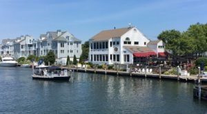 10 Connecticut Restaurants Right On The River That You're Guaranteed To Love