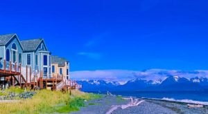 The Oceanside Resort In Alaska That's Located In The Most Unforgettable Setting