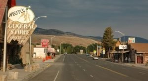 The Coziest Small Mountain Town In Wyoming To Visit This Season