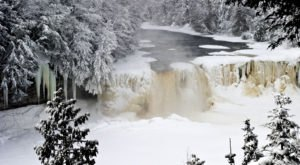 8 Gorgeous Frozen Waterfalls In Michigan That Must Be Seen To Be Believed