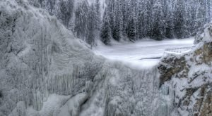 11 Gorgeous Frozen Waterfalls In Wyoming That Must Be Seen To Be Believed