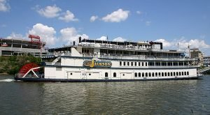 Board This Holiday Boat In Nashville For An Unforgettable Experience