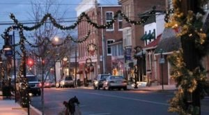 10 Main Streets Surrounding Pittsburgh That Are Pure Magic During Christmastime