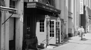 The Oldest Restaurant In Washington DC Has A Truly Incredible History
