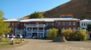 The History Behind This Remote Hotel In Oregon Is Both Eerie And Fascinating