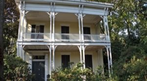 The Story Behind Mississippi's Most Haunted House Is Beyond Terrifying