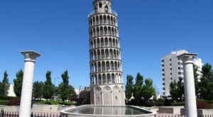 Most People Don't Know Illinois Has Its Very Own Leaning Tower Of Pisa