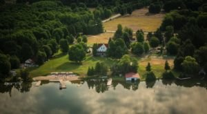 The Historic Lakefront Resort In Michigan That Will Sweep You Away To A Simpler Time