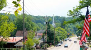 There's A Tiny Town In Ohio Completely Surrounded By Breathtaking Natural Beauty