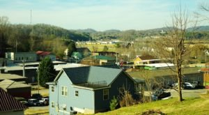 There's A Tiny Town In Tennessee Completely Surrounded By Breathtaking Natural Beauty