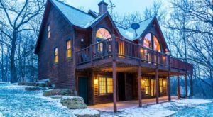 Few People Know You Can Actually Stay Overnight In These 9 Stunning Illinois Mansions