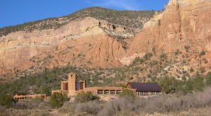 The Chapel In New Mexico That's Located In The Most Unforgettable Setting