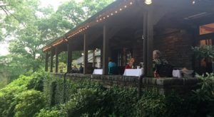 A Secluded Restaurant In North Carolina, Gideon Ridge Has The Most Magical Surroundings